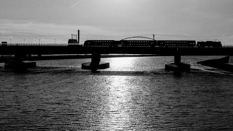 Spiegelwaal, Nijmegen, trein