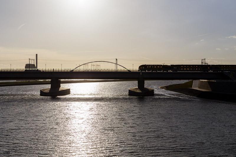 Nijmegen, spoorbrug, Spiegelwaal, trein