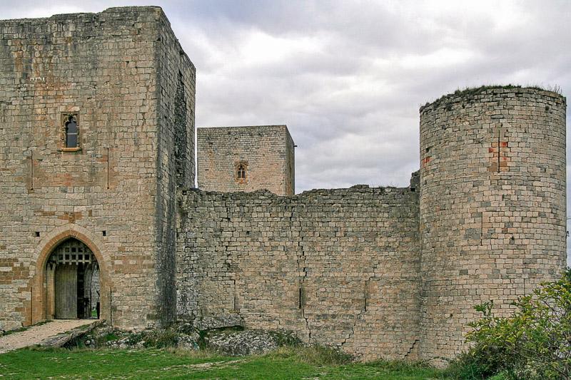 Ingang kasteel van Puivert