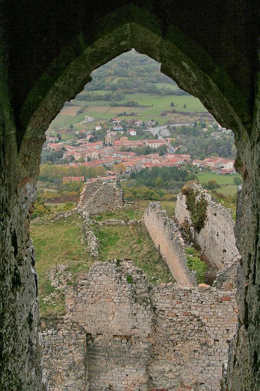 zicht op dorp Puivert vanuit het kasteel